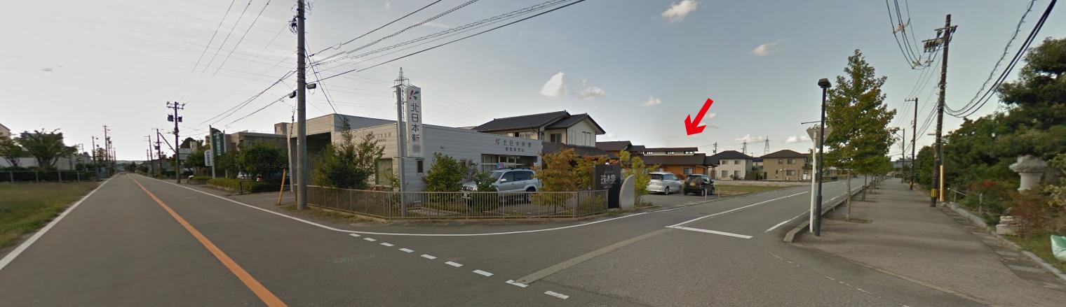 アクセス 北日本新聞興南販売店があるT字路からの外観
